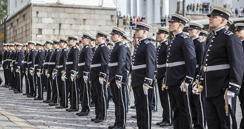 10454cc351 Ansökningstiden till officersutbildningen börjar den 20 mars ...